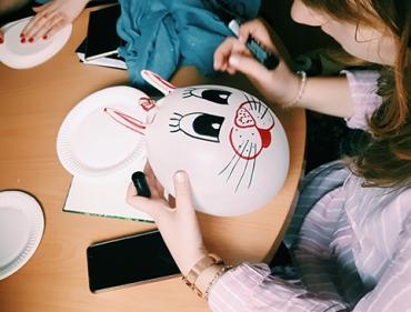 Studentki Terapii zajęciowej będą wspierać rodziny wieloraczków w Poznaniu