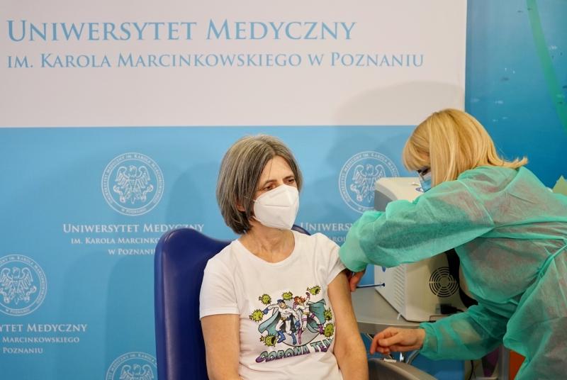 Historyczny moment. Pierwsze szczepienia przeciw COVID-19