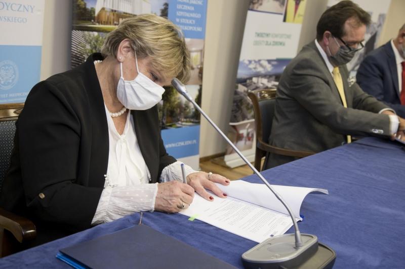 Umowa na budowę Centralnego Zintegrowanego Szpitala Klinicznego podpisana