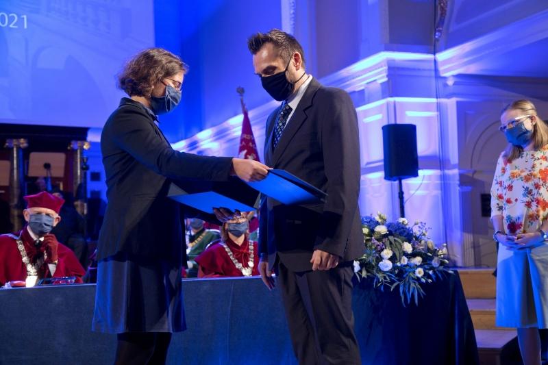 Wręczenie nagród na scenie