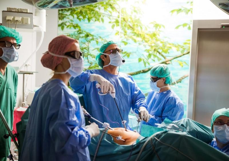 Operacja usunięcia macicy metoda laparoskopową - prof. Maciej Wilczak wraz z zespołem operacyjnym.