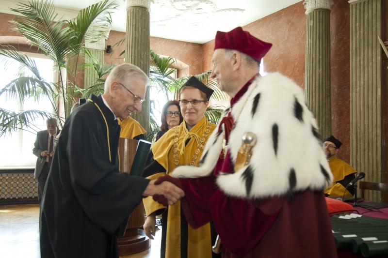 Odnowienie dyplomów magistra farmacji po 50 latach