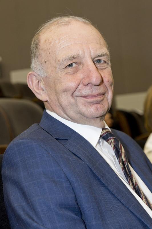 Zdjęcie prortretowe Pana prof. Edmunda Grześkowiaka