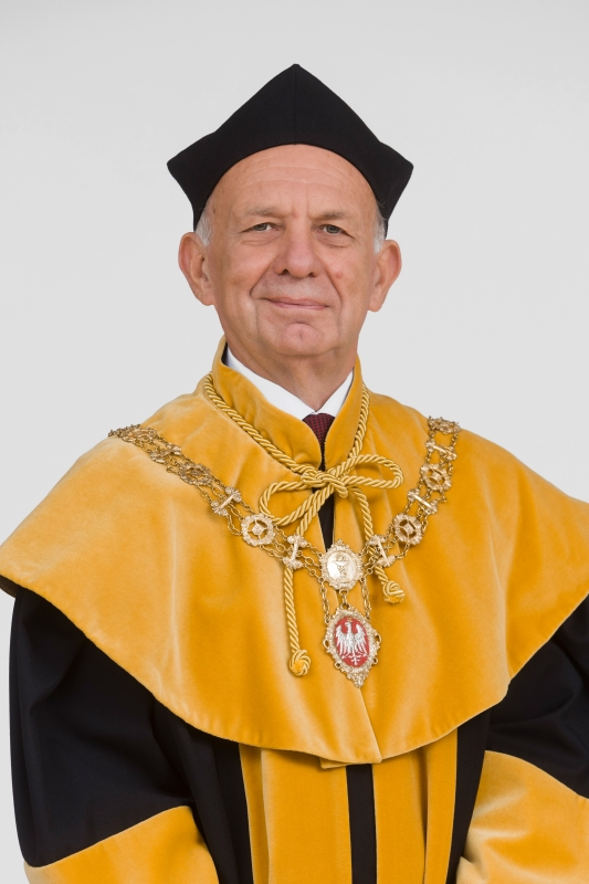 prof. dr hab. Edmund Grześkowiak