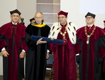 Profesor Leonard Wartofsky z tytułem doktora honoris causa