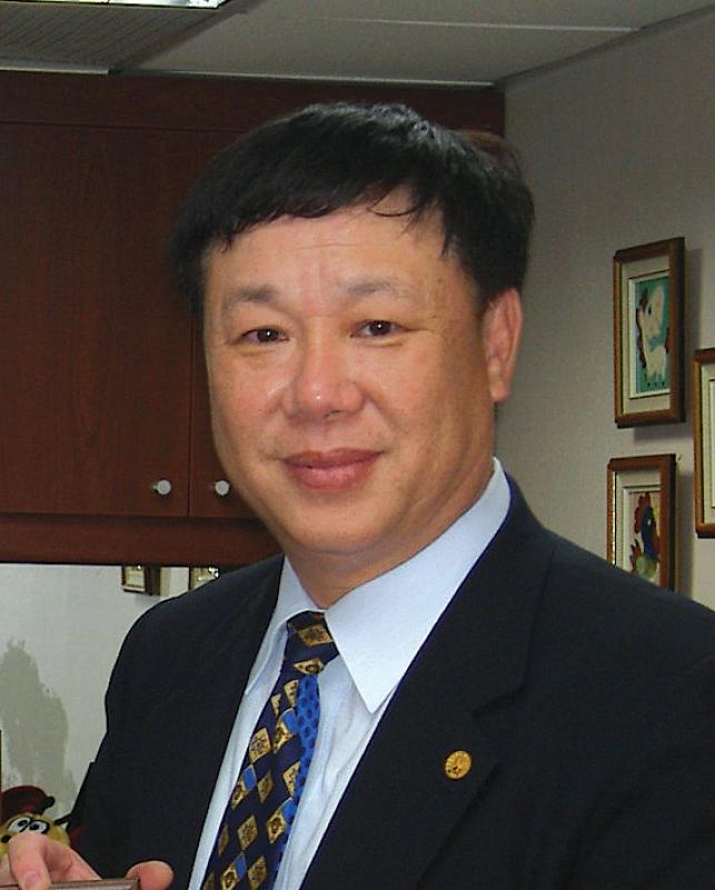 Dr James Huang